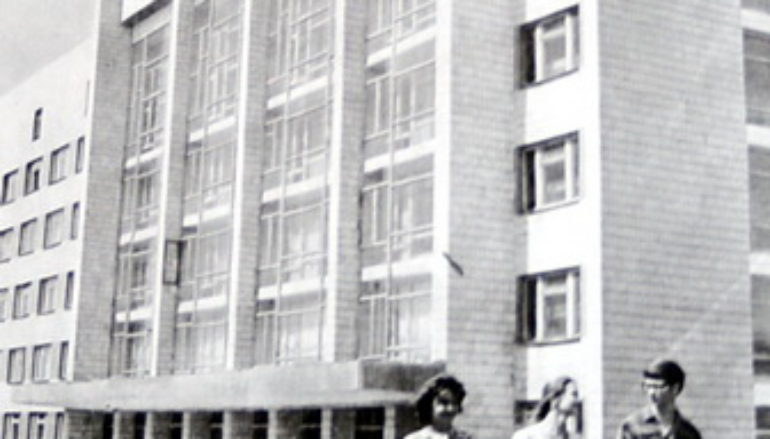 Как Университетская улица название оправдала