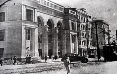 Главный кинотеатр на главной площади