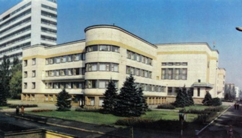 http://donjetsk.com/wp-content/uploads/2011/06/1308731405_voroshilovskiy-rayispolkom-1-770x439_c.jpg