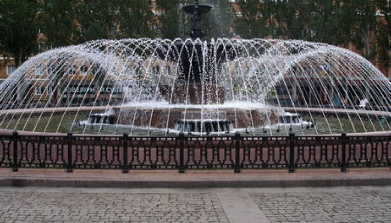 Лучший фонтан улицы Артема — это фонтан на площади Ленина