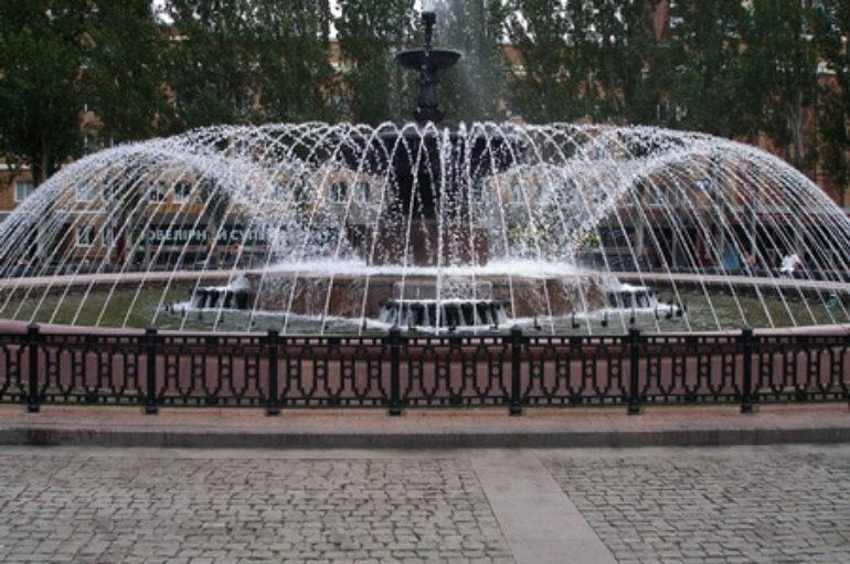 Лучший фонтан улицы Артема – это фонтан на площади Ленина