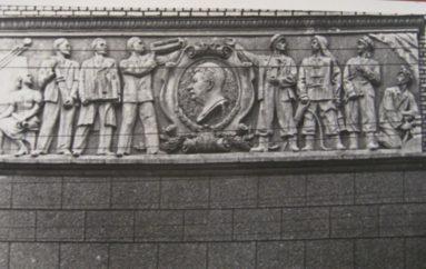 …А на левой груди – профиль Сталина