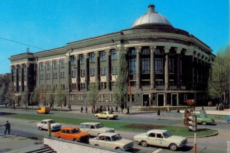 Самый красивый архитектурный памятник города — библиотека Крупской