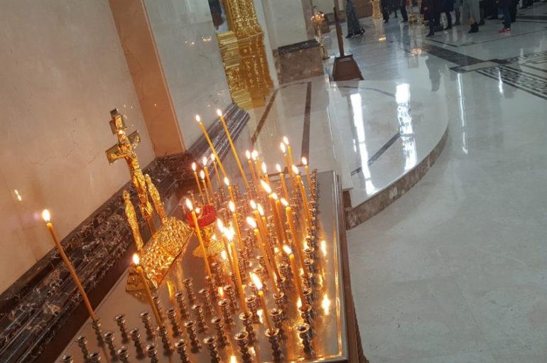 Внутри Петра и Февронии