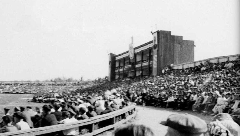На трибунах старого стадиона
