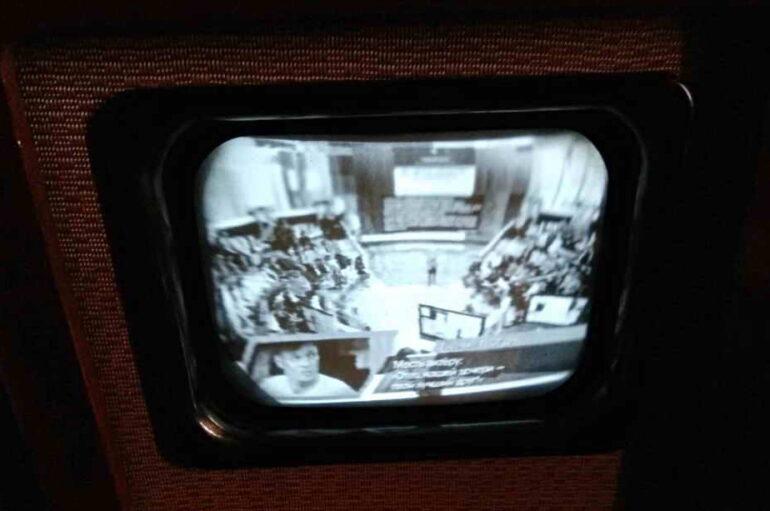 Докладывает Сталинская студия телевидения…